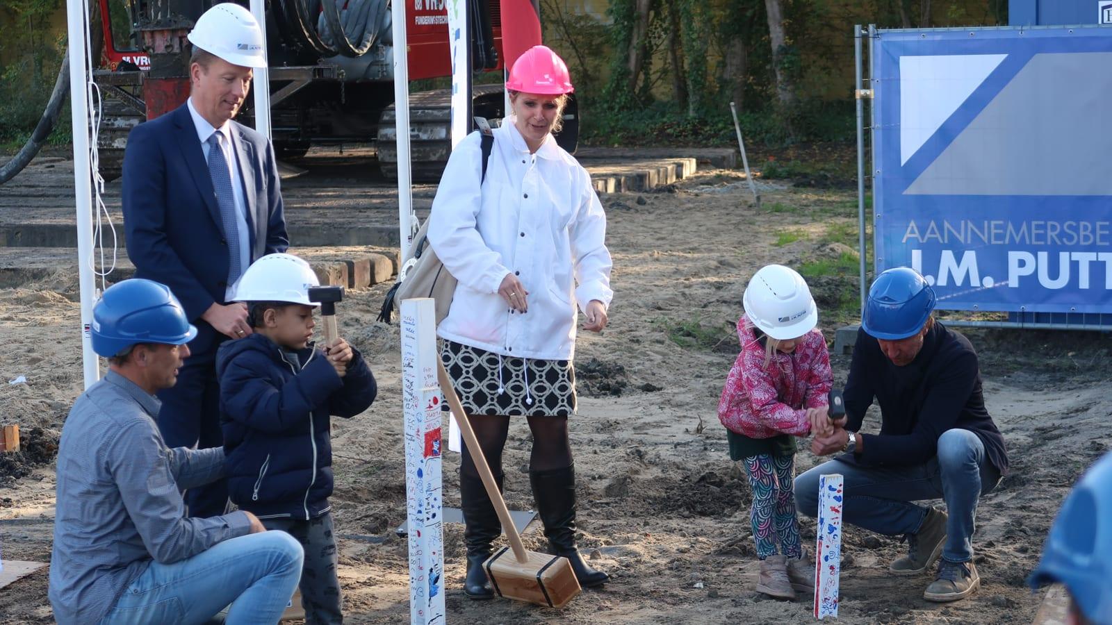 Feestelijke palen Brede School Piet Hein, Amstelveen