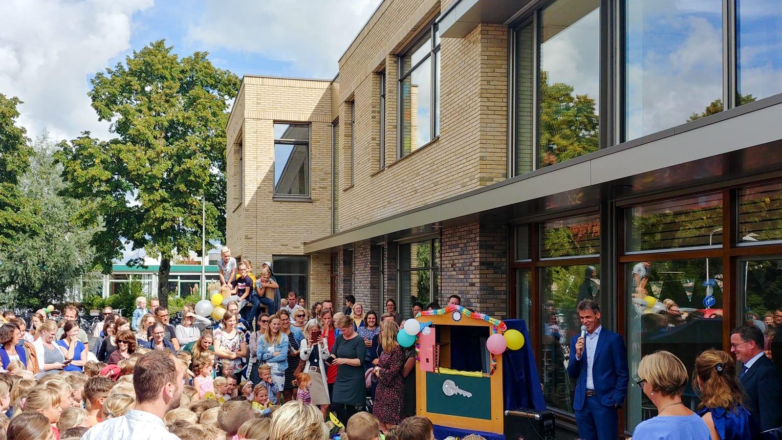 Verhoeff-Rollmanschool geopend!